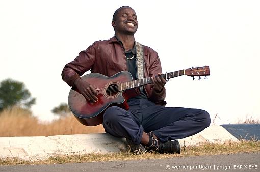 Tshwalabenyoni ft. Roland Guggenbichler